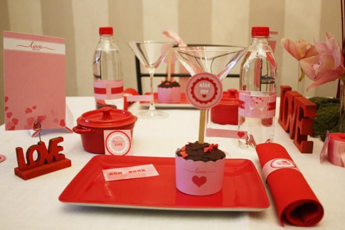 D coration de table love pour un d ner en amoureux - Table pour diner ...