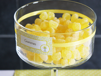 Décoration de communion jaune calice croix - Sweet Table - Table des desserts