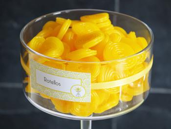 Décoration de communion jaune calice croix - Sweet Table - Table des desserts