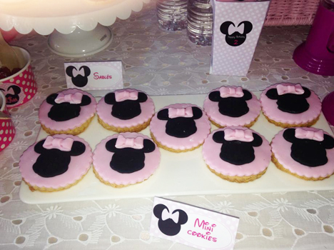 Minnie Mousse Party - Décoration de buffet d\'anniversaire tout en rose