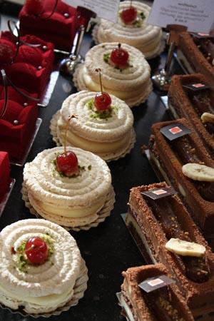 En ce mois de décembre 2011, je vous propose de nous arrêter quelques instants dans une pâtisserie gastronomique située sur la chaussée de Waterloo à Ixelles entre l'avenue Louis Lepoutre et la Bascule