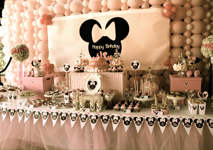 minnie mousse party d coration de buffet d 39 anniversaire tout en rose. Black Bedroom Furniture Sets. Home Design Ideas