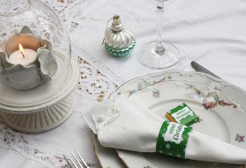 Une décoration de table de Noël étoiles vert
