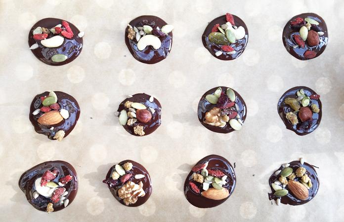Super mendiant, chocolat, noix et fruits secs