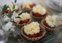 Tartelette aux tomates cerises et fleur de Tête de Moine AOP