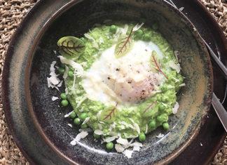 Œufs parfaits cuits à la vapeur, purée de petits pois et parmesan
