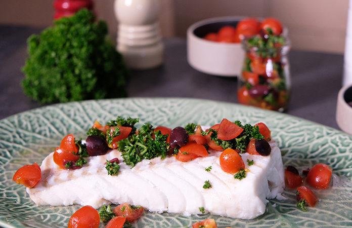 Poisson vapeur et sa sauce fraicheur tomate olive | Une recette réalisée au four vapeur