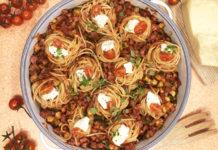 Nids de pâte à la pancetta et sauce tomate